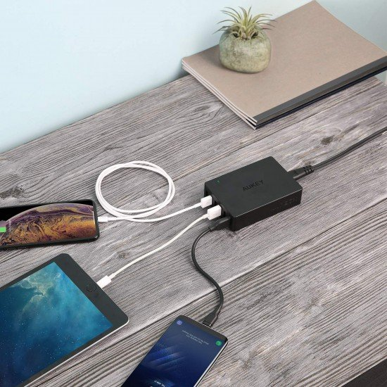 Karikues Aukey me 6 Porta USB per iPhone, Samsung, Huawei, Xiaomi etj